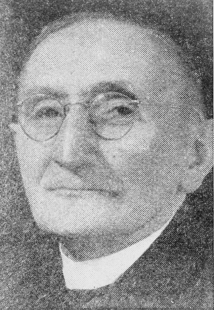Ds. J. de Vries, predikant Gereformeerde Kerk Nieuwveen * - 40984-708x1024